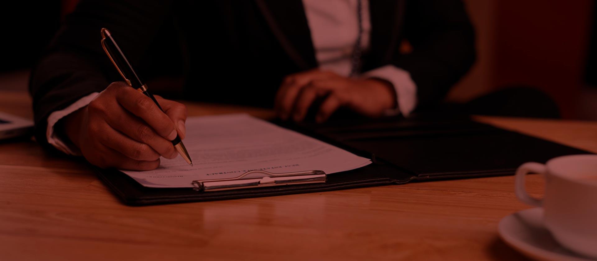 Un equipo experto en derecho notarial a su disposición